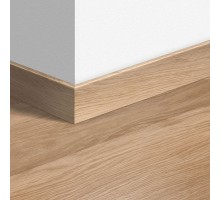 Плинтус Quick step 915 Дуб белый лакированный (947)